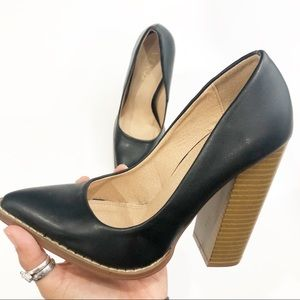 Venus Black Pointed Toe Block Heel Size 6